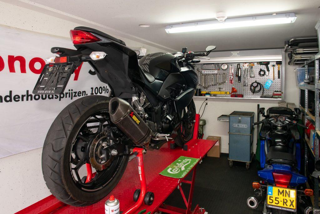 Motorstalling in garagebox van garagepark